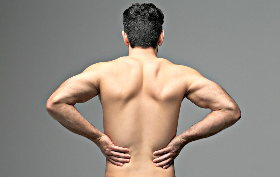 Médico explica novos tratamentos para acabar com as dores na coluna (Foto: Getty Images)