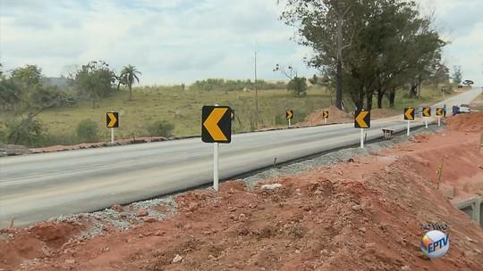 Dois meses após queda de ponte, nova passagem é inaugurada na BR-265, em Nazareno, MG