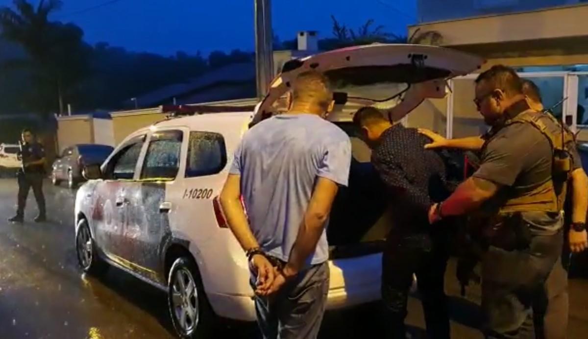 Suspeitos de integrar quadrilha de roubos em condomínios são presos em Capivari - G1