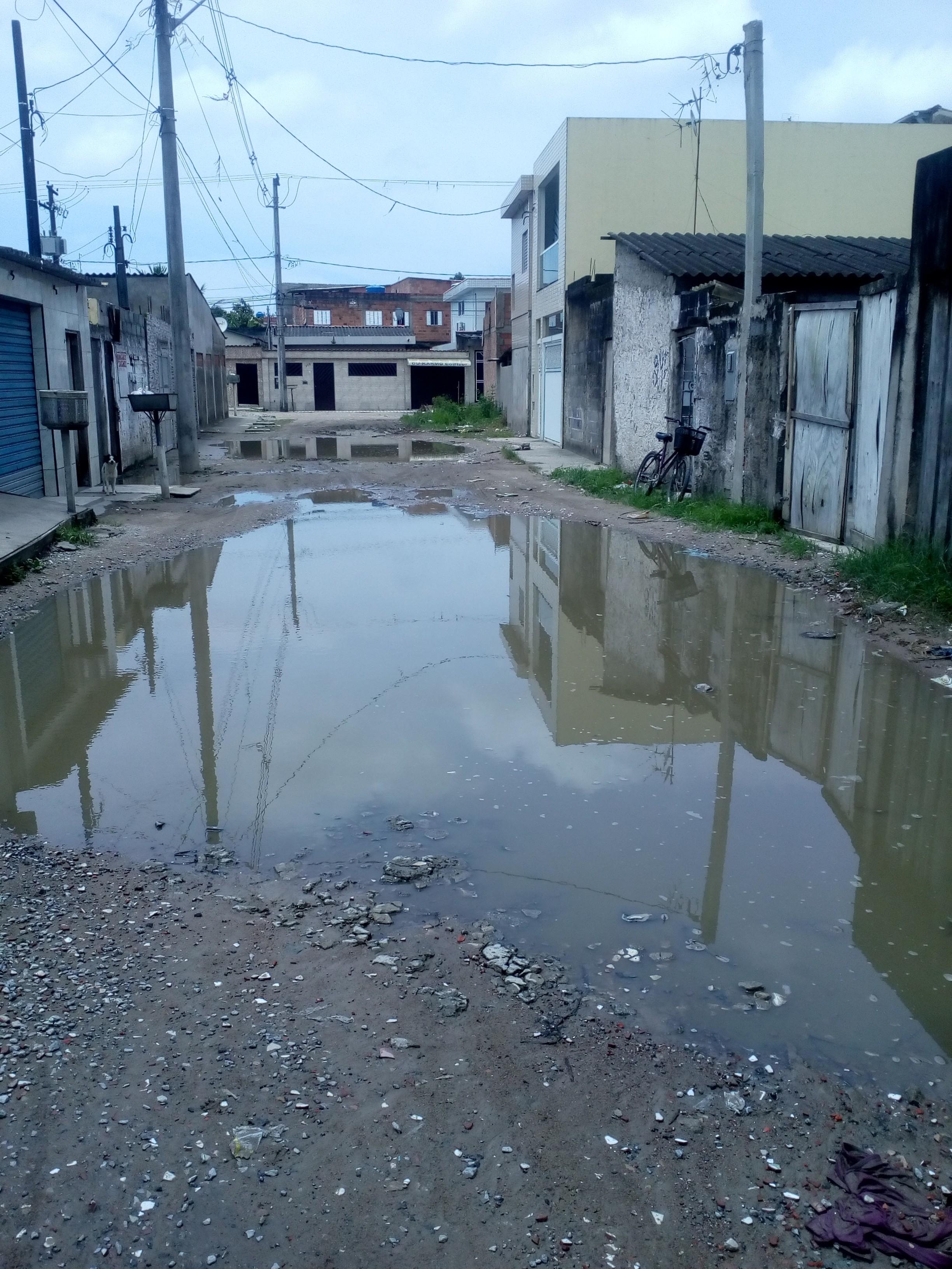 Ruas de bairro em São Vicente, SP, viram 'piscinões' em dias de chuva - Radio Evangelho Gospel