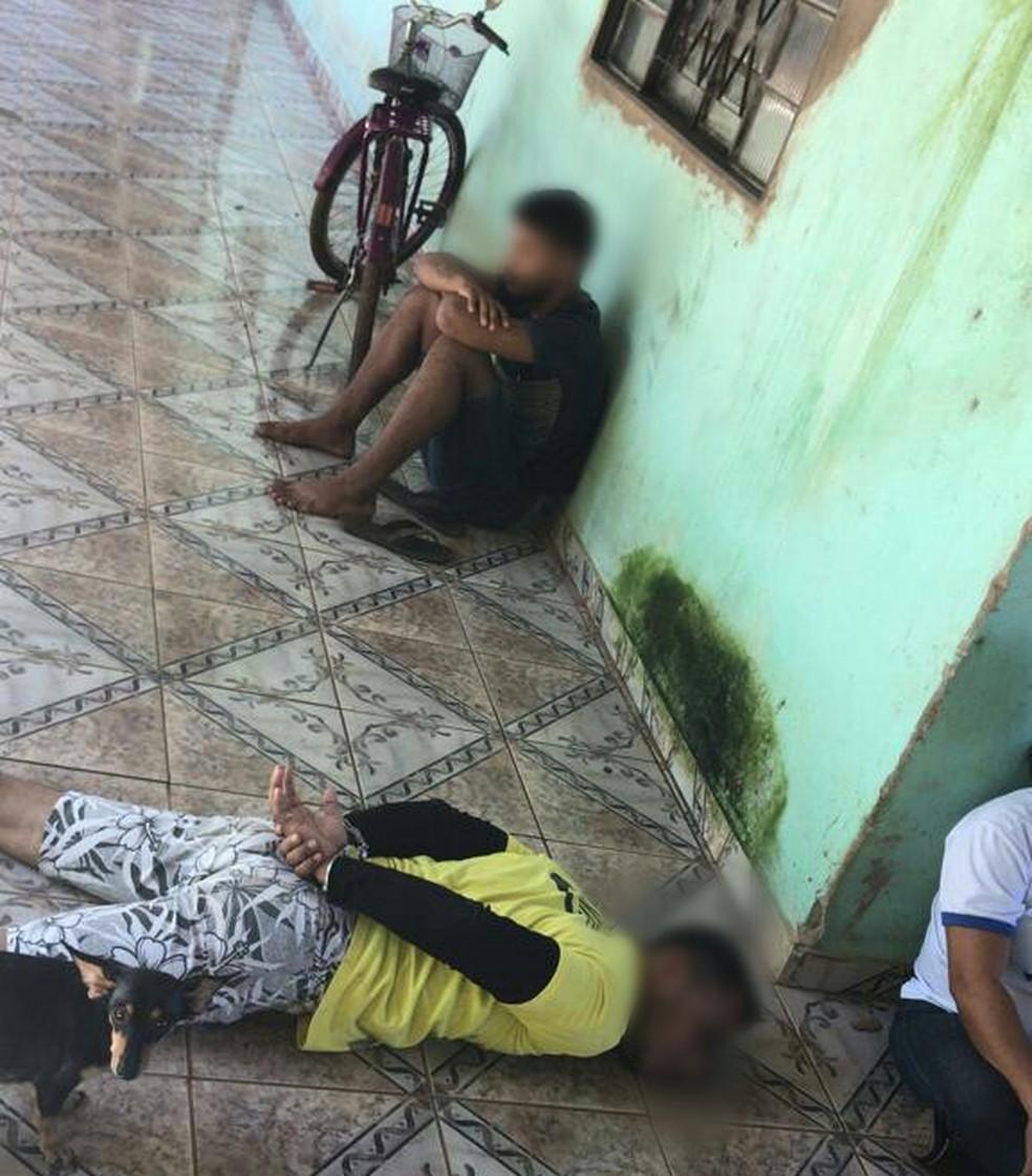 Um suspeito foi preso em flagrante por ser o dono da boca de fumo — Foto: Polícia Civil/Divulgação