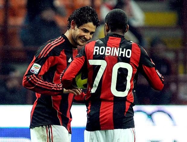 Dirigente do Milan viaja ao Brasil para vender Pato e Robinho, diz jornal