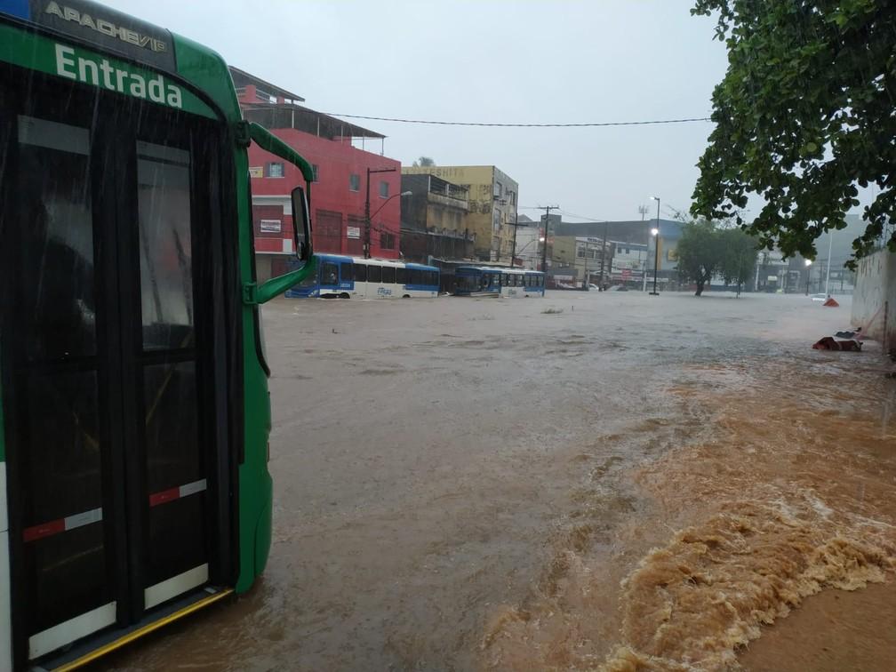 Chuva na Sete Portas, em Salvador — Foto: Ubiratan Passos/TV Bahia