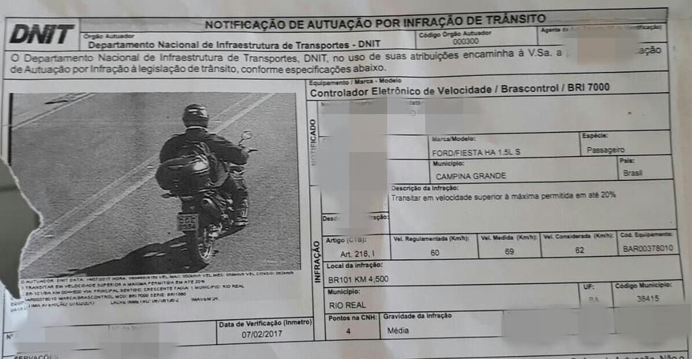 Professora de Campina Grande é proprietária de um carro e levou multa de trânsito por estar pilotando moto (Foto: Maria Vitória do Nascimento/Reprodução/Dnit)