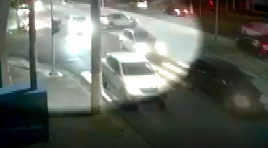 Vídeo mostra momento em que suspeito de roubo causa acidente durante fuga em Campinas