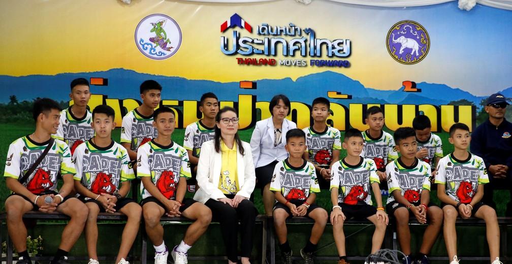 Jovens tailandeses que ficaram presos em caverna dão primeira coletiva de imprensa nesta quarta-feira (18) após receberem alta do hospital (Foto: Soe Zeya Tun/Reuters)