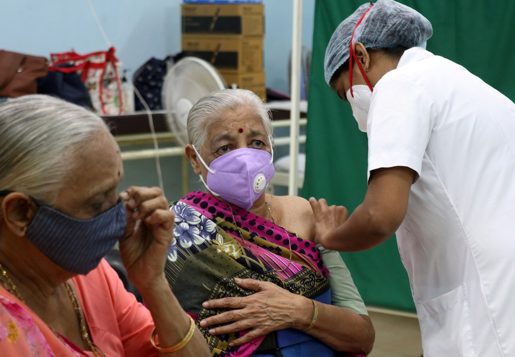 Centro de vacinação em Mumbai, Índia, em 28 de abril de 2021 — Foto: Niharika Kulkarni/Reuters