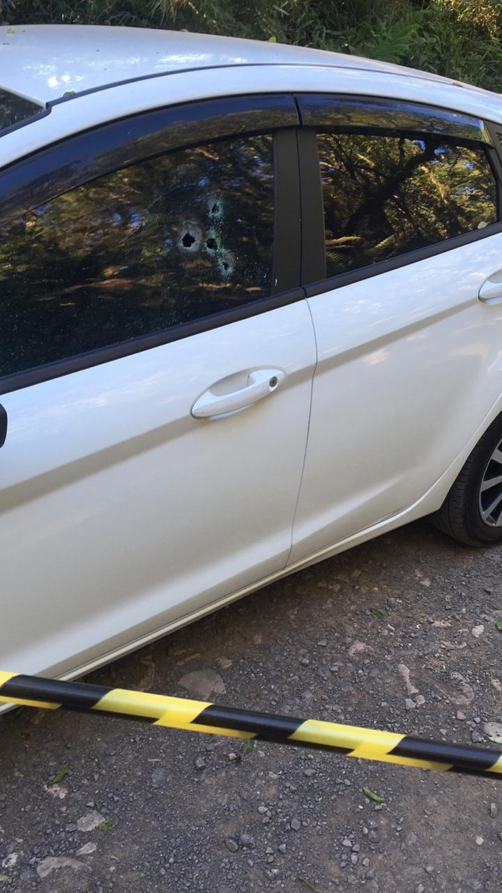 Homem é encontrado morto a tiros dentro de carro em cidade do Oeste de SC