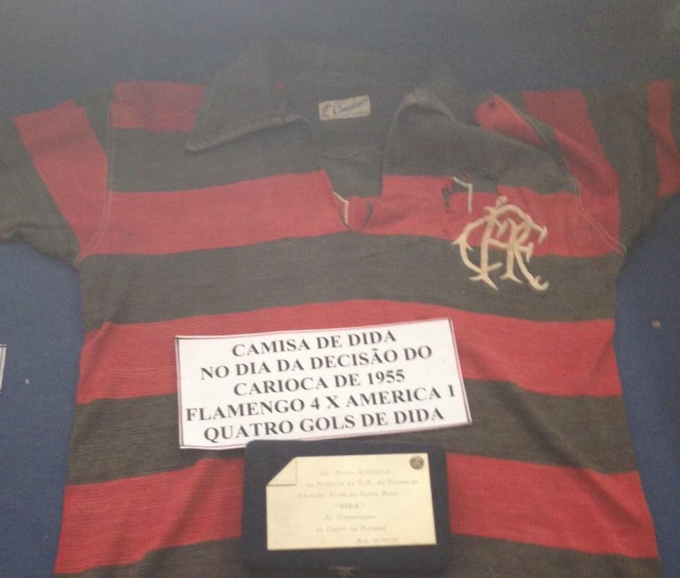 Camisa especial de Dida exposta no Museu dos Esportes — Foto: Jota Rufino/GloboEsporte.com