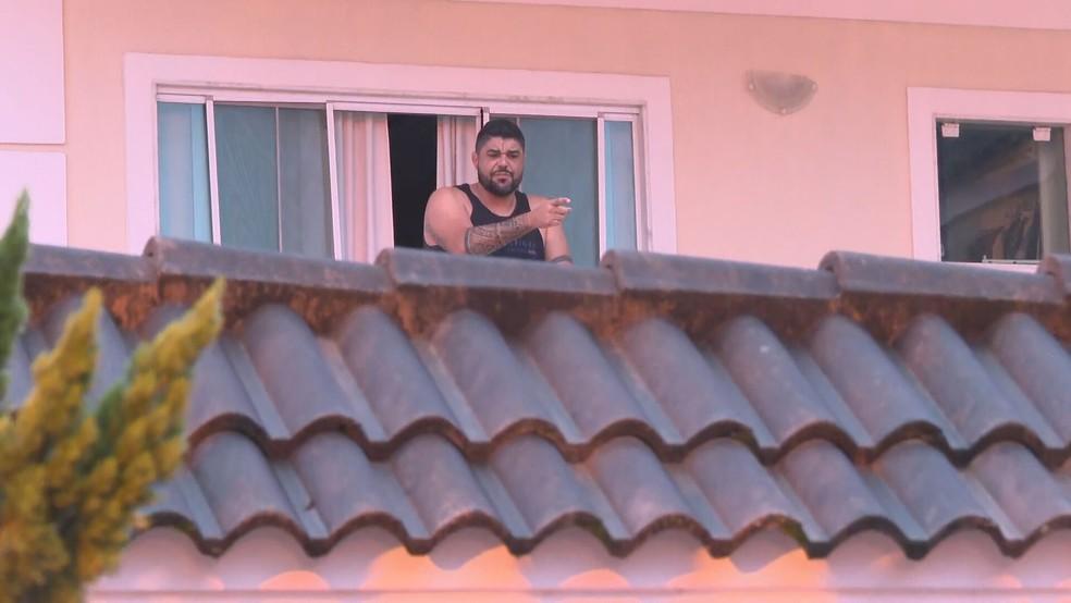 Marcelo de Oliveira Pinheiro, ex-secretário de Planejamento de Itatiaia, foi preso em um condomínio de luxo no Recreio dos Bandeirantes — Foto: Reprodução/ TV Globo