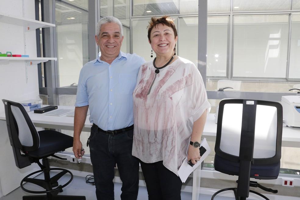 Luís Carlos de Souza Ferreira, diretor do ICB-USP, e Paola Minoprio, diretora de pesquisa do Instituto Pasteur, inauguram laboratórios no Inova USP  — Foto: Marcos Santos/USP Imagens