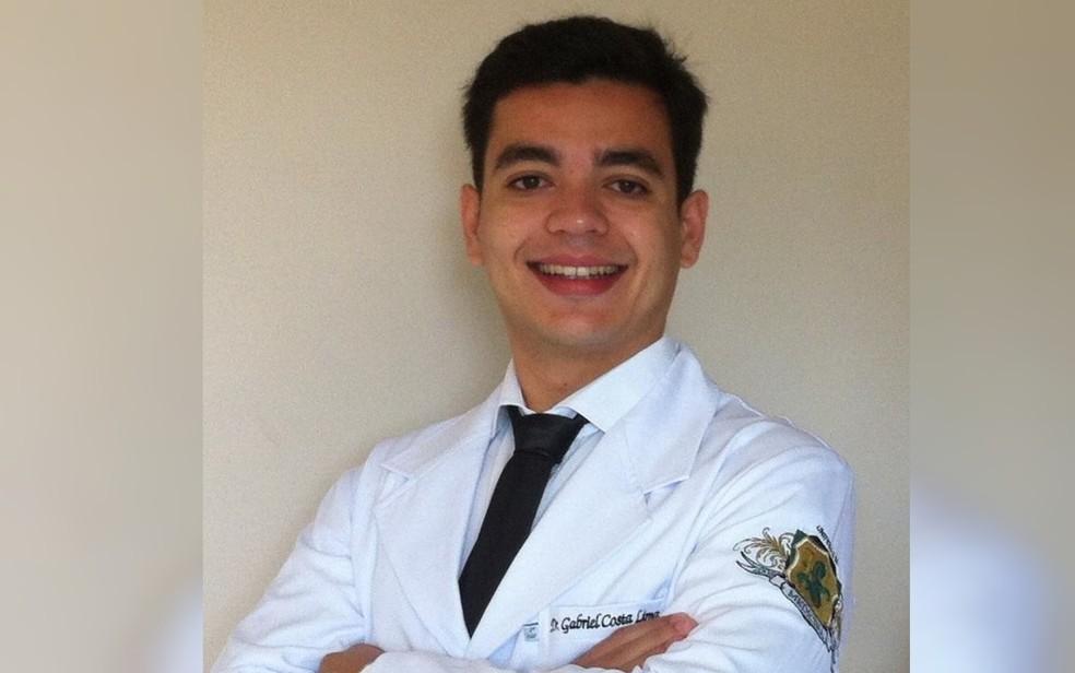 Médico Gabriel Costa Lima foi encontrado morto próximo a cachoeira, em Alto Paraíso de Goiás — Foto: Reprodução/Facebook
