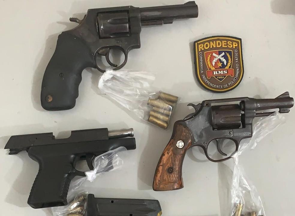 Armas encontrados com suspeitos de assaltar banco em Barreiras no oeste da Bahia — Foto: Divulgação/SSP-BA