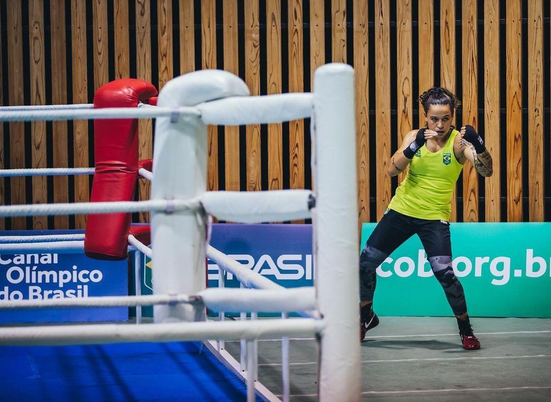 Pai de Bia Ferreira relembra conquistas da boxeadora e diz que medalha nas Olimpíadas é 'única glória que ela ainda não alcançou'