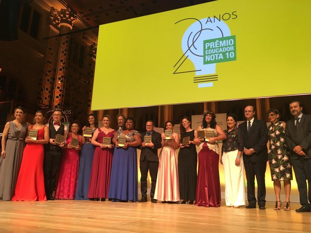 Os dez vencedores do prêmio Educador Nota 10 de 2017 (Foto: Ana Carolina Moreno / G1)
