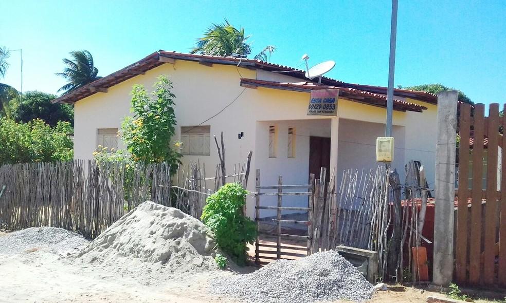 Casa onde a adolescente foi assassinada (Foto: Julianne Barreto/Inter TV Cabugi)