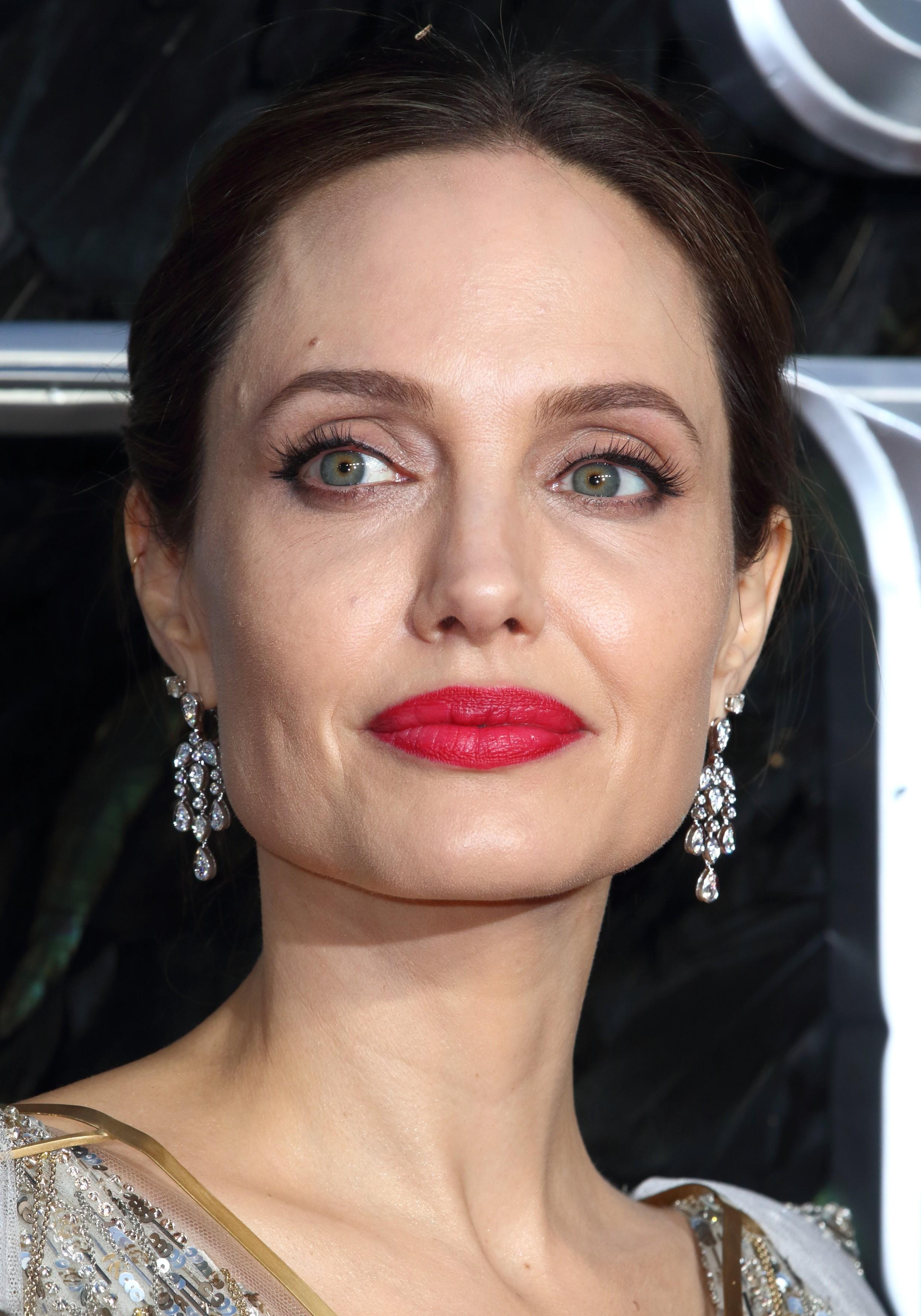 Angelina Jolie doa R$ 5 milhões para manter merenda de alunos durante quarentena - Revista Glamour | Celebridades