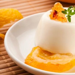 Panna Cotta do Gabbiano: com coco com calda de tangerina