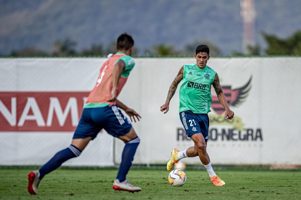 Pedro marcou três gols em jogo-treino nesta segunda — Foto: Marcelo Cortes / CRF