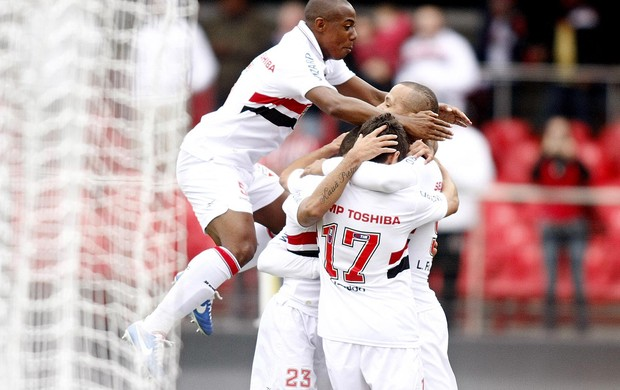 Douglas são paulo gol figueirense (Foto: Wander Roberto / Agência Vipcomm)