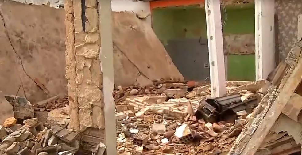 Laje desabou e deixou três trabalhadores feridos na Zona Sul de Natal. — Foto: Reprodução/Inter TV Cabugi