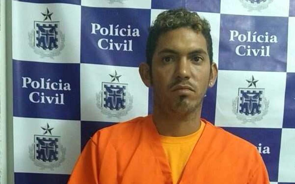 Suspeito de tráfico e de tentativa de homicídio foi preso em flagrante (Foto: Divulgação/ Polícia Civil)
