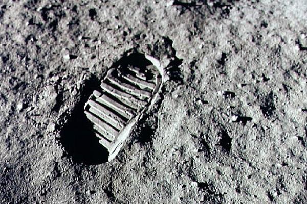 Uma pegada deixada por Neil Armstrong na Lua, durante a missão da Apollo 11 em 1969 (Foto: Getty Images)