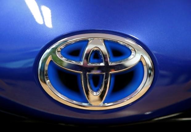 Logo da Toyota em carro em evento em Onnaing, na França (Foto: Pascal Rossignol/Reuters)