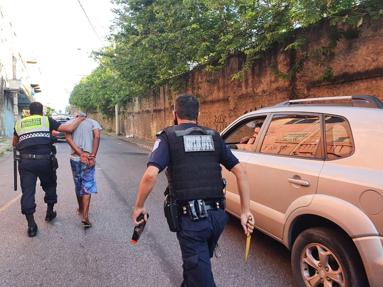 Suspeito de cometer assalto em BH ameaça esfaquear guardas municipais durante a prisão