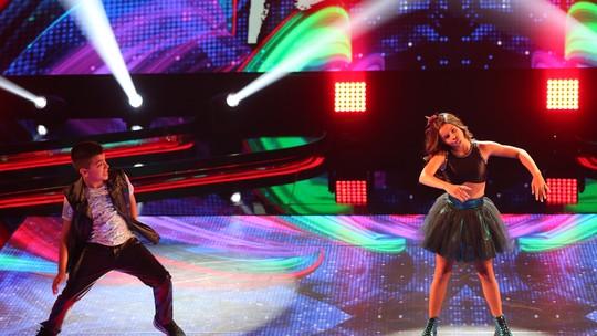 Gabriella Saraivah empolga com passos de robô no 'Dancinha'