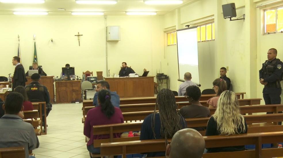 Sessão de júri popular começou por volta das 8h30 desta quinta-feira (23).  — Foto: Rinaldo Moreira/G1