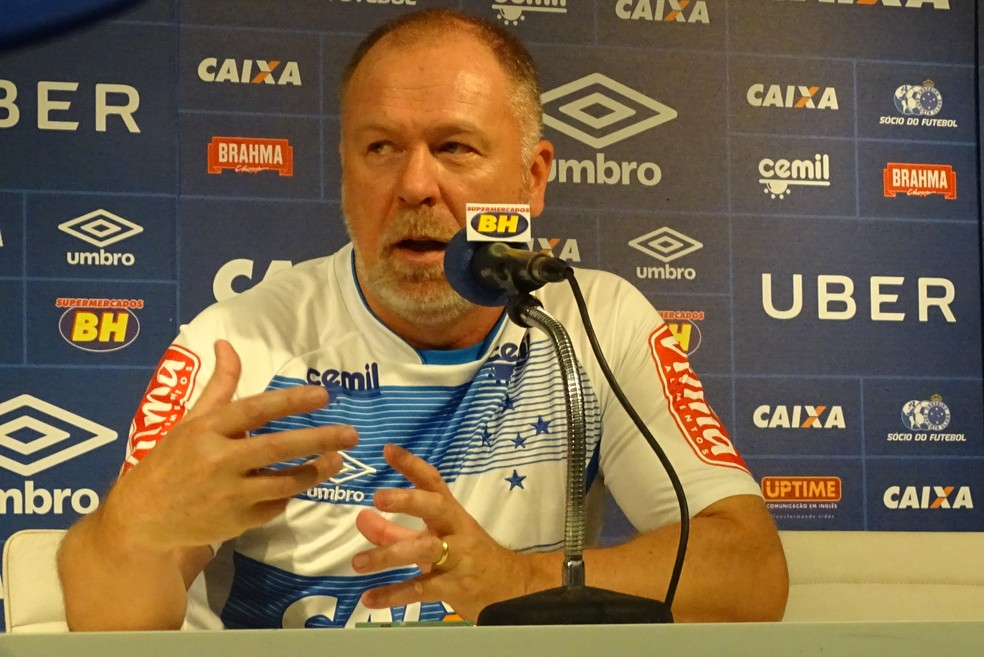 Mano Menezes pretende mudar o estilo de jogo do Cruzeiro em 2018 (Foto: Gabriel Duarte)