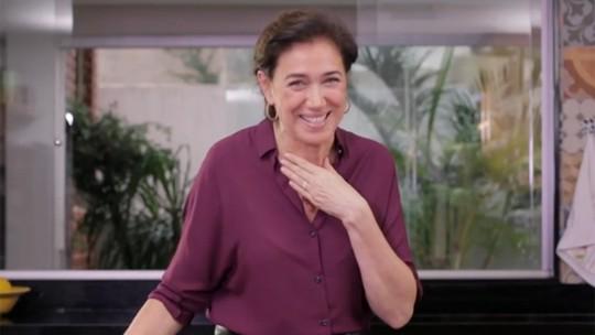 Lilia Cabral dá uma de chef de cozinha e prepara um prato light e delicioso