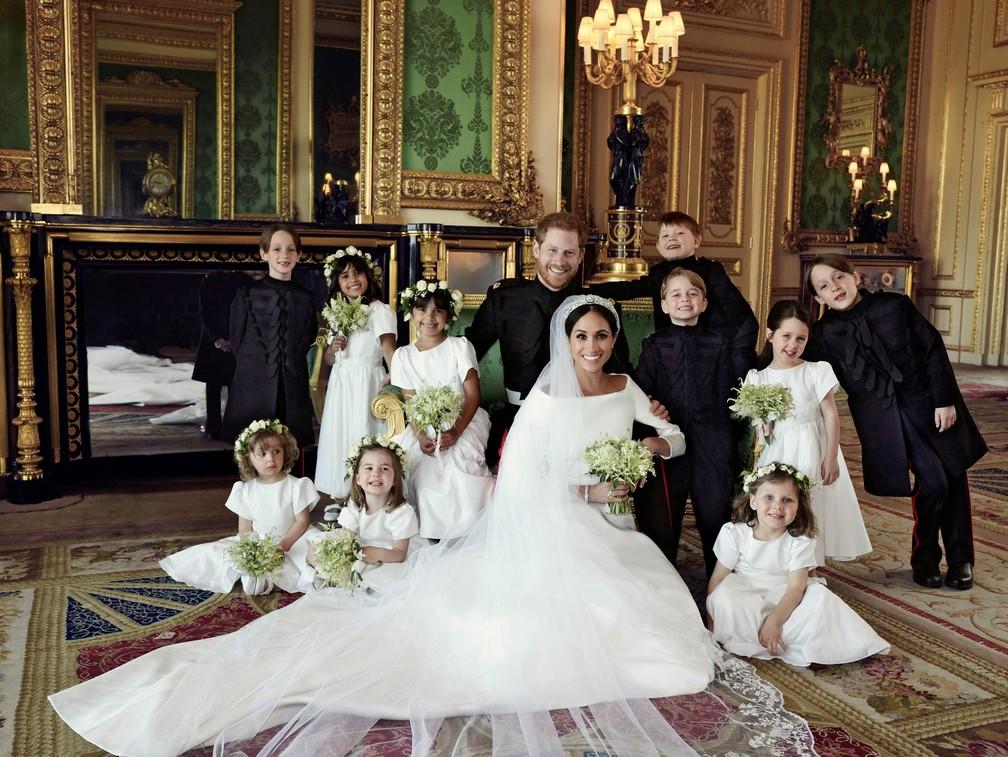 Foto oficial divulgada pelo Palácio de Kensington com as crianças que participaram do casamento, incluindo o príncipe George e a princesa Charlotte (Foto: Alexi Lubomirski/Palácio de Kensington via Reuters)