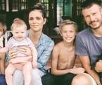 Rodrigo Hilbert e Fernanda Lima com os filhos, João, Francisco e Maria | Marina Baggio/ Reprodução Instagram