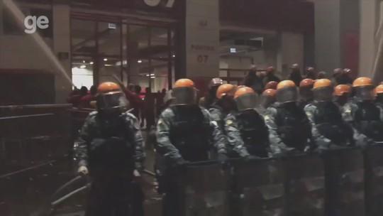 Beira-Rio tem princípio de incêndio e confusão após vice do Inter na Copa do Brasil