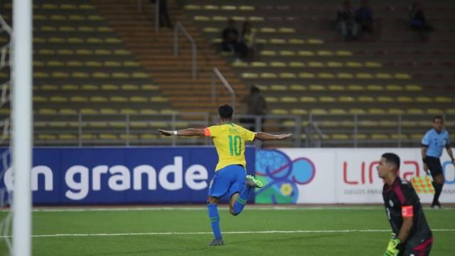 Reinier comemora gol do Brasil Sub-17 sobre o Paraguai