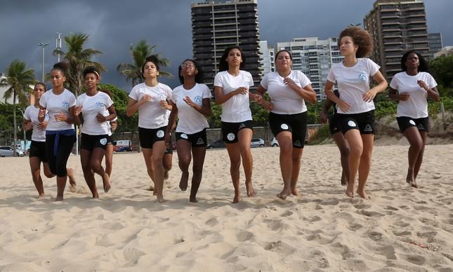 Meninas do Projeto Destemidas da ONG Luta Pela Paz, da Maré