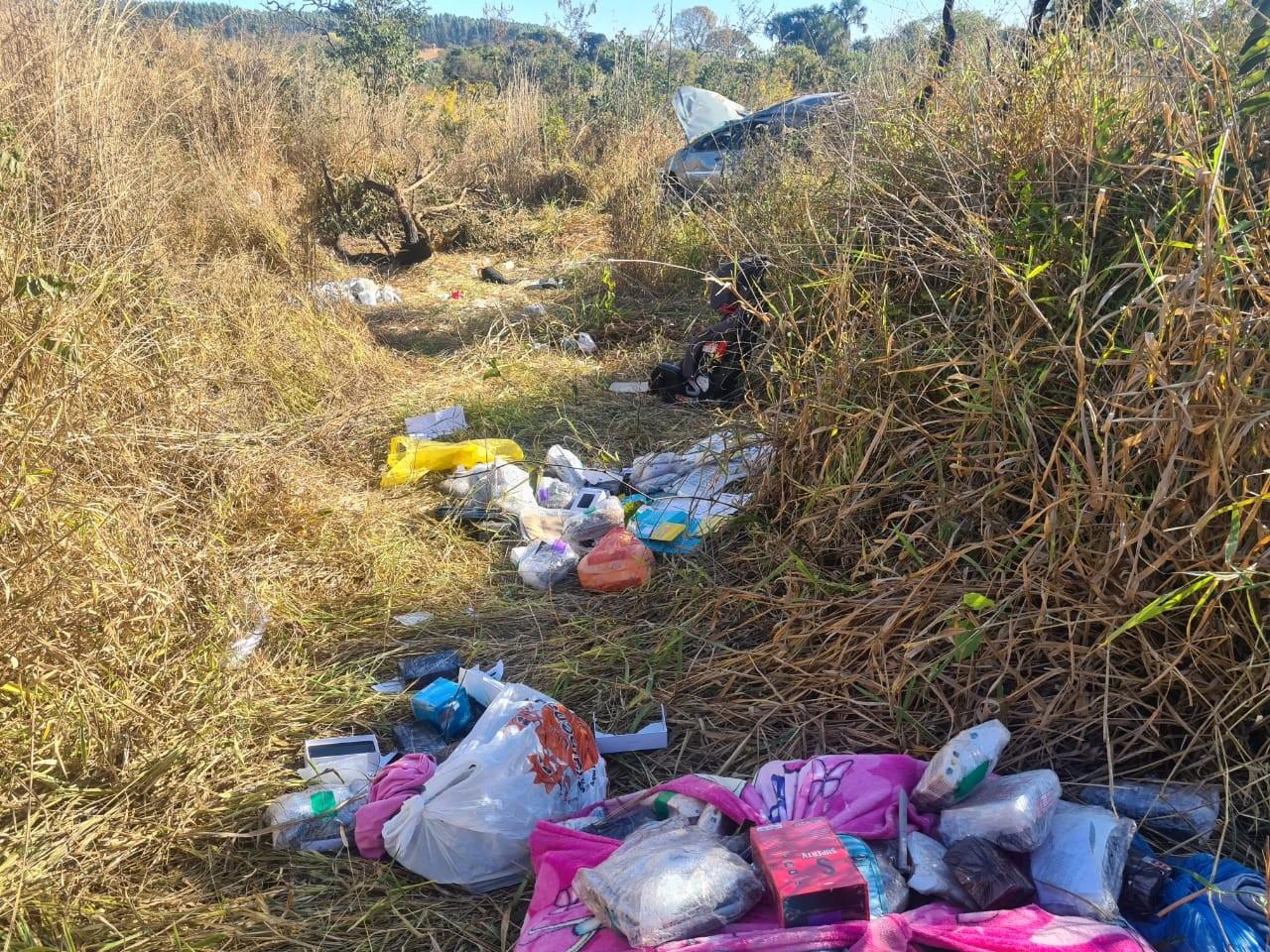 Cerca de R$ 100 mil em produtos contrabandeados são apreendidos após acidente de carro na MGC-497 em Uberlândia