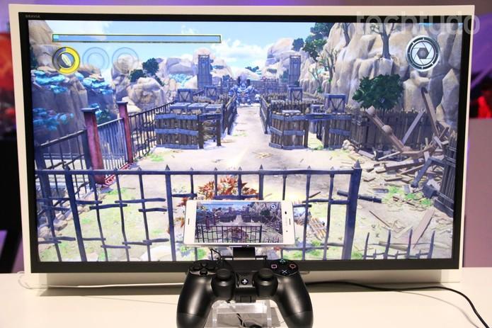 Xperia z3 Compact permite jogar PS4 na tela do smartphone (Foto: Fabricio Vitorino/TechTudo)