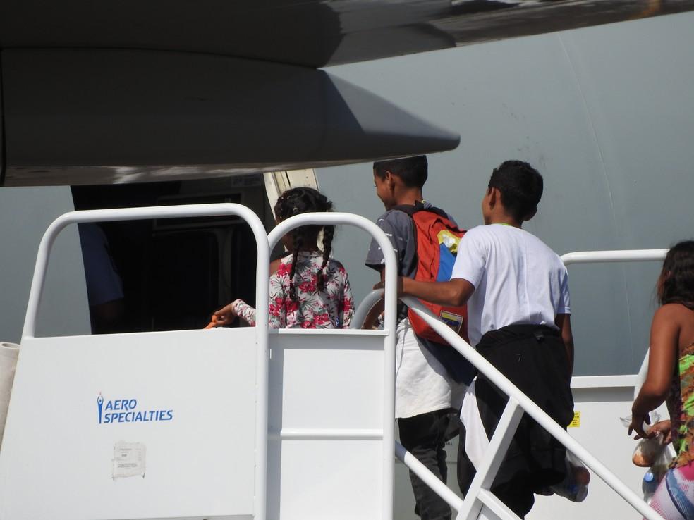 Imigrantes venezuelanos embarcam para Manaus, São Paulo e João Pessoas (Foto: Alan Chaves/G1 RR)