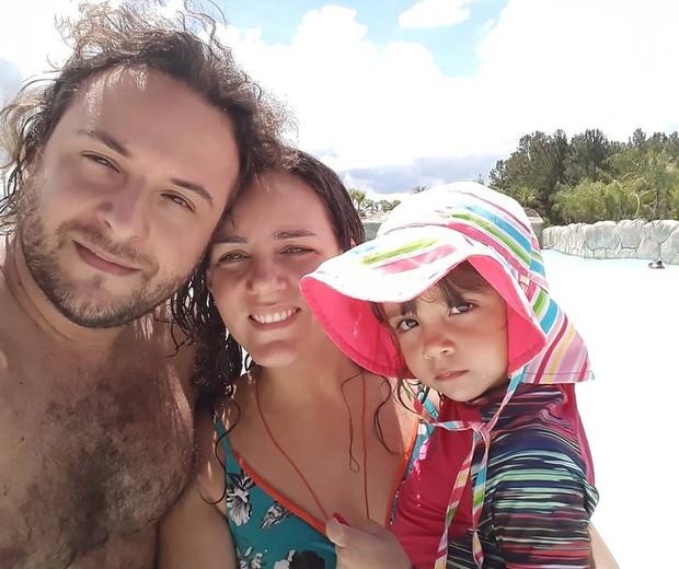 Priscilla ao lado do marido Bruno e da filha Eva (Foto: Arquivo pessoal)