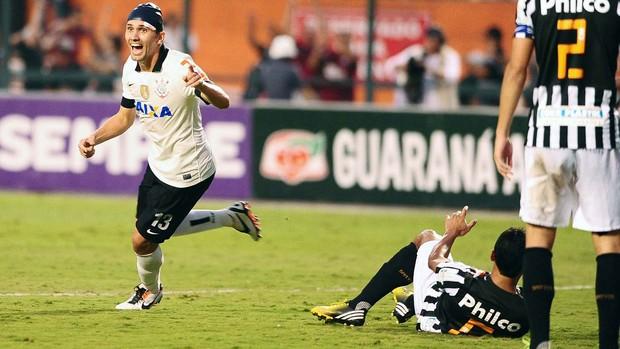 Paulo André comemora, Corinthians x Santos (Foto: Marcos Ribolli)