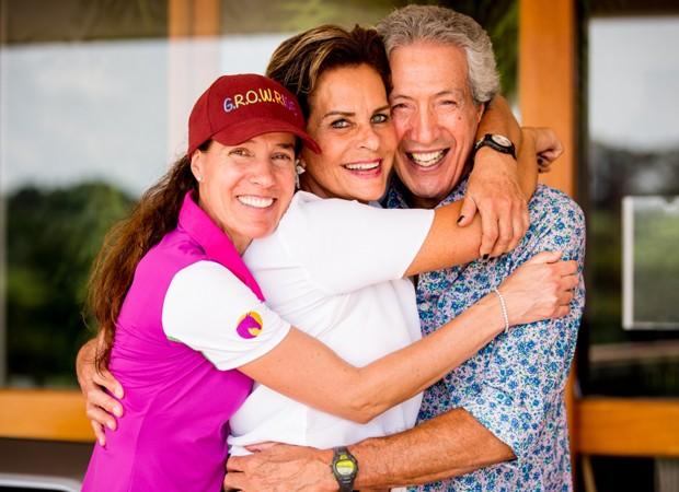 Luciana Diniz com os pais Lina e Arnaldo Diniz (Foto: Foto: Gabriela Lutz / Divulgação)