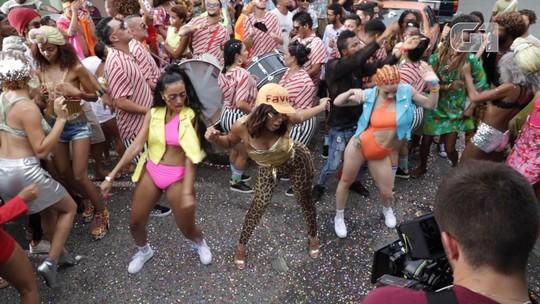 Drinks, lama e improviso: Os bastidores de 'Make it hot', novo clipe de Anitta e Major Lazer