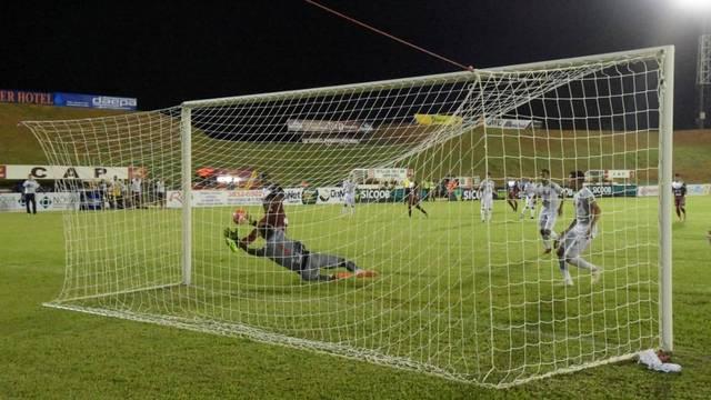 Val Barreto garantiu o gol de empate do Patrocinense