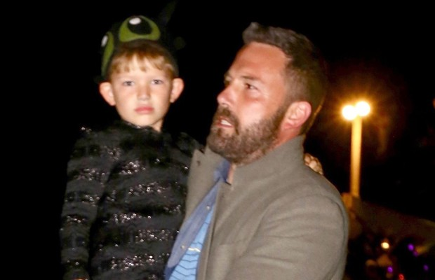 Ben Affleck e Samuel (Foto: Backgrid)