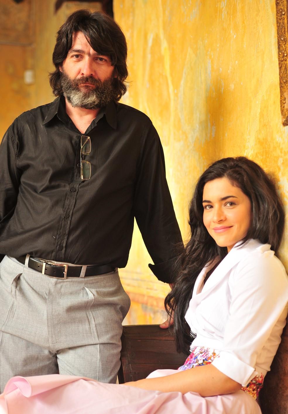 Dom Rafael (César Troncoso) é pai de Cristal (Moro Anghileri) em 'Flor do Caribe' — Foto: João Miguel Júnior/Globo