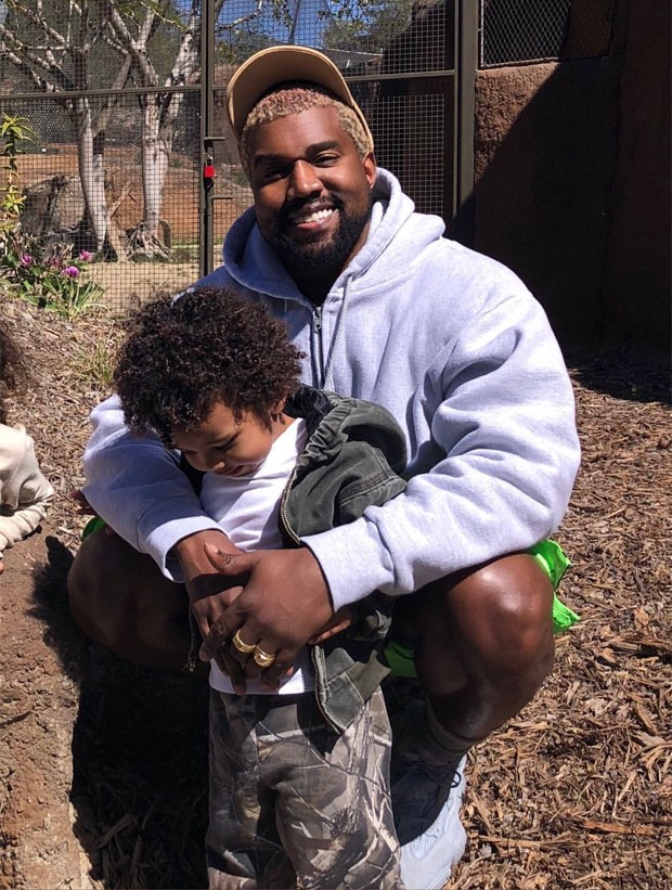 Kanye West e Saint (Foto: Reprodução/Instagram)