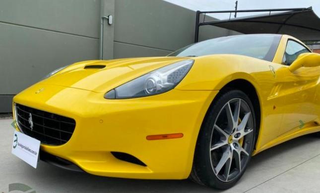 Ferrari California modelo 2010 será leiloada pelo Ministério da Justiça